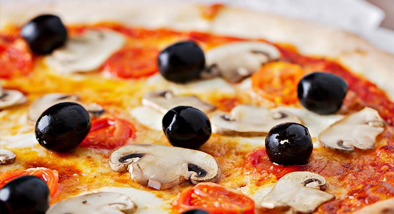 Pizza di kamut ai funghi portobello e olive