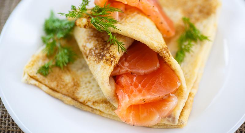 Rotolo al salmone, funghi e spinaci