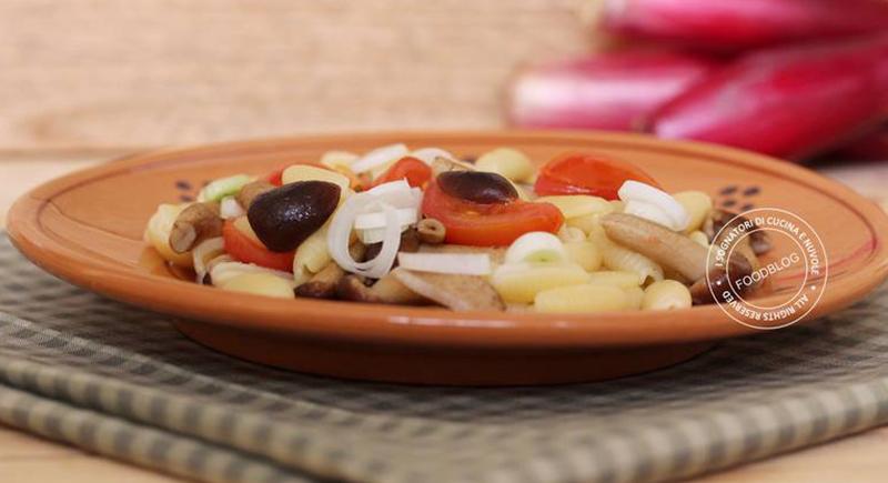 Pasta con funghi pioppini e cipollotto di Tropea