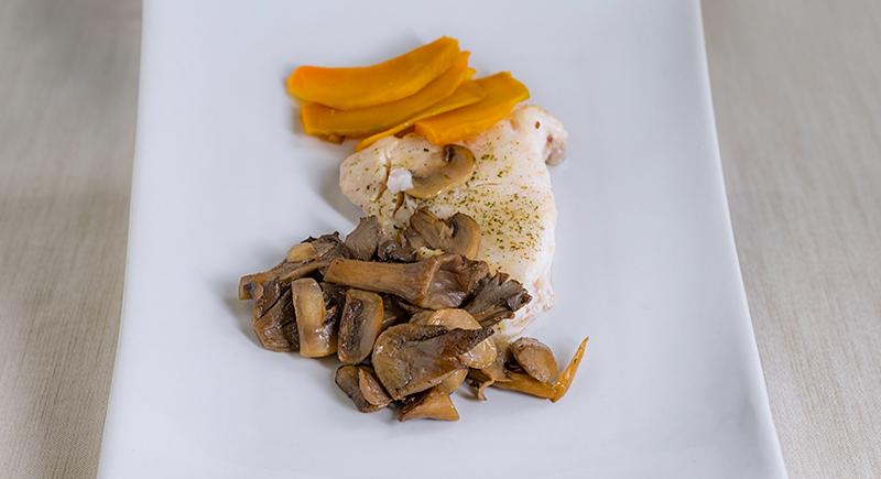 Filetto di rombolino (orata) con zucca al forno, pleorotus e champignon