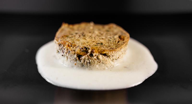 Sformato di champignon moro e portobello con crema di patate
