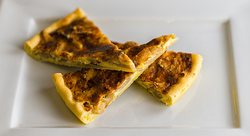 Torta di pasta brise' con pleurotus, panna acida e uova