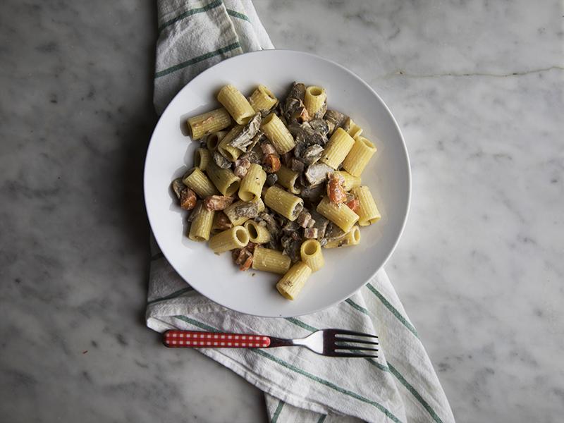 Pasta panna funghi con pomodoro e pancetta