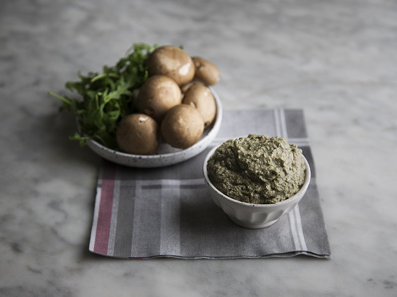 Pesto vegano di funghi con noci e rucola