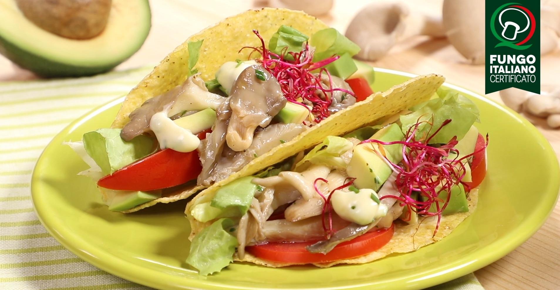 Tacos con avocado, germogli e Pleurotus