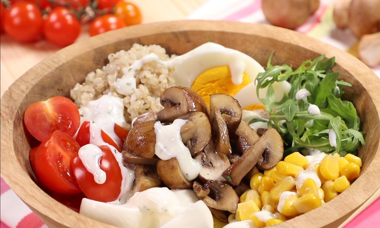 Buddha Bowl con prataiolo crema, quinoa e verdure miste