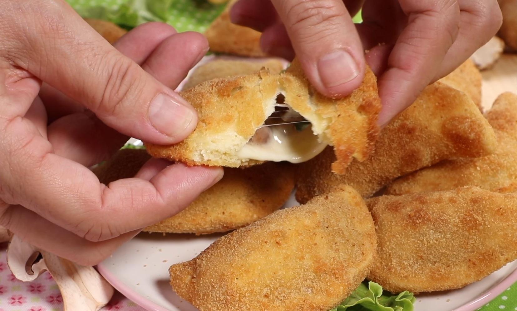 Sofficelli con mozzarella e funghi Prataiolo crema