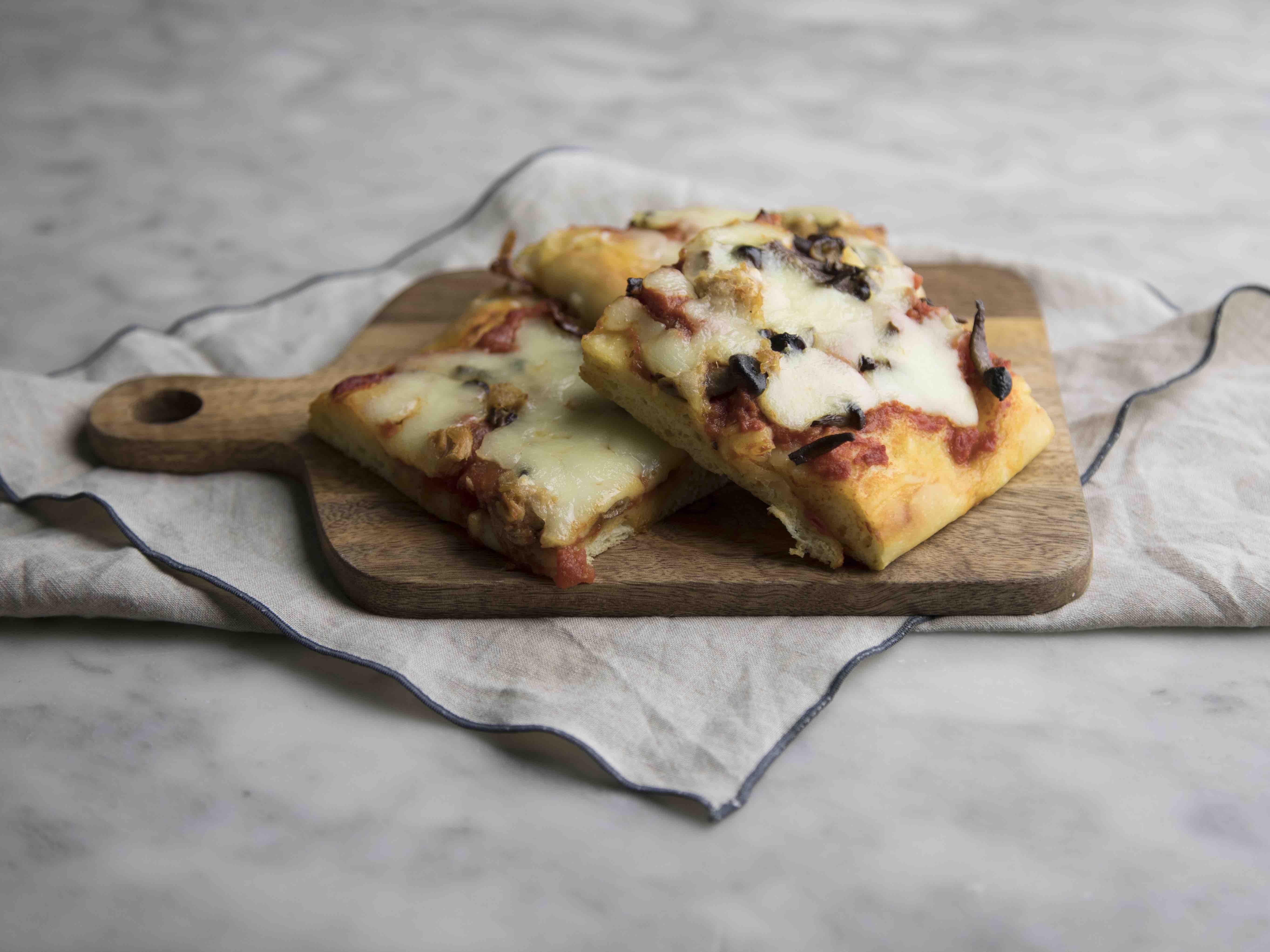 Pizza con tonno e funghi