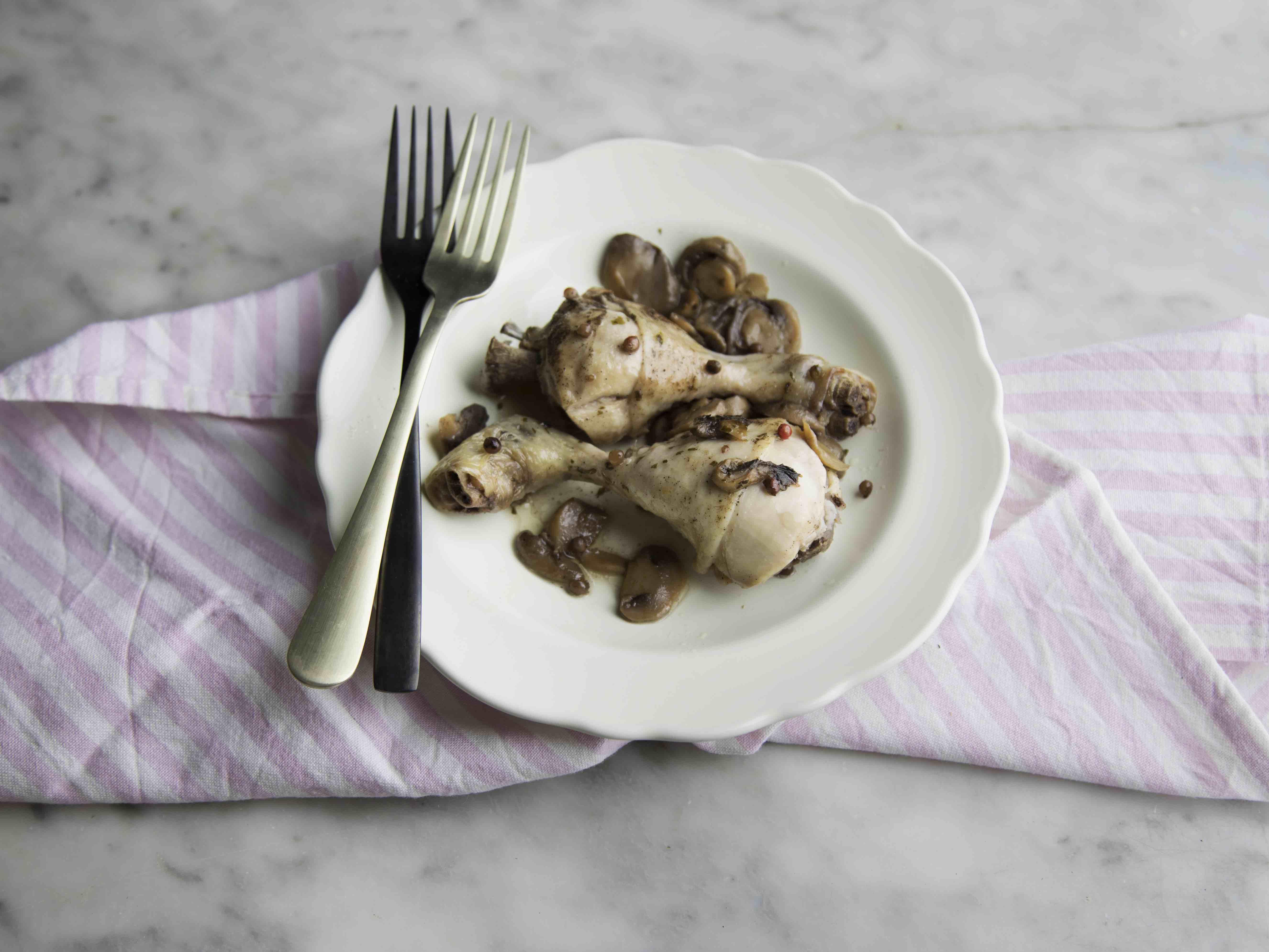 Cosce di pollo ai funghi e pepe rosa