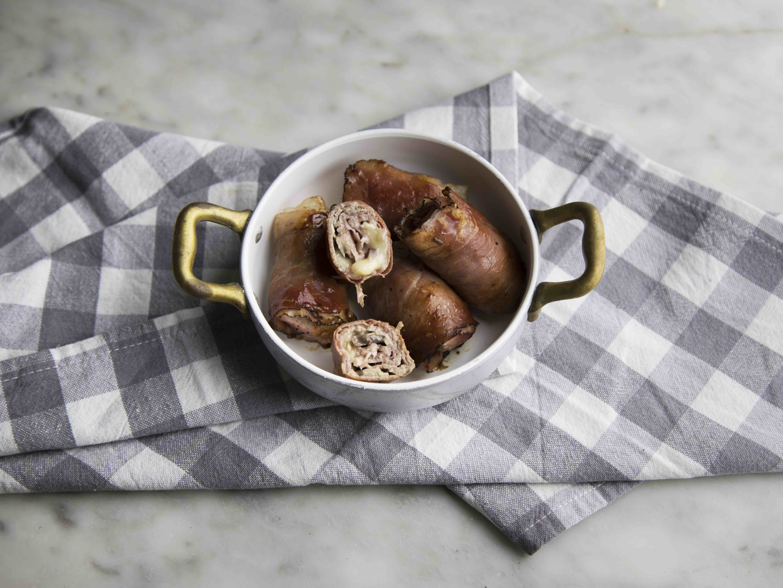 Involtini di carne ripieni di funghi, brie  speck