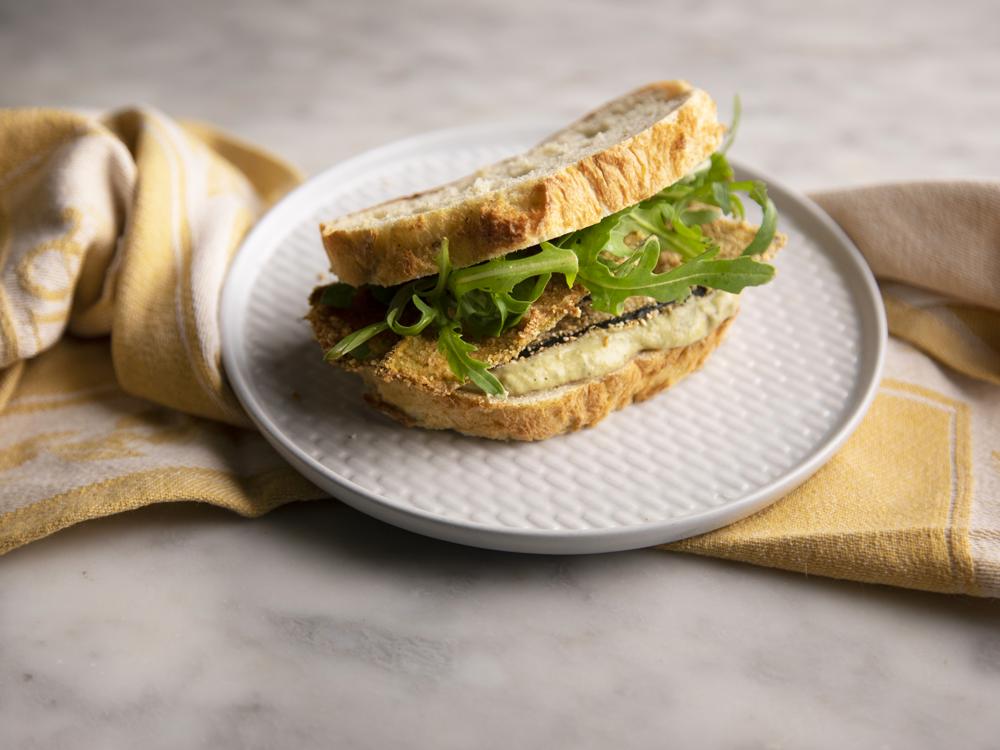 Sandwich con pesto vegano e cotolette di zucchine
